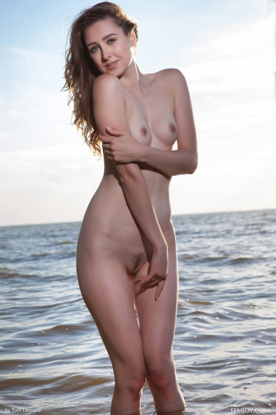 Dara W Nude In Desire Femjoy Model Pics